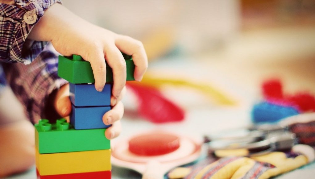 child-building-blocks-1864718_1280